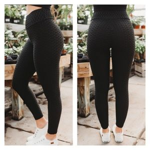 NWT Booty Accentuating Textured Leggings Black